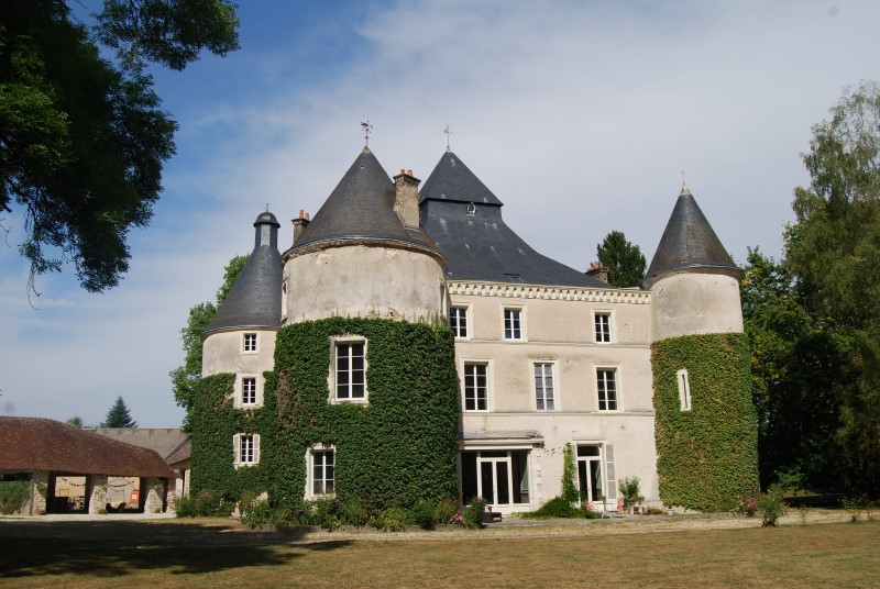 NLEN001986 – Restored original 18c chateau on 60 acres