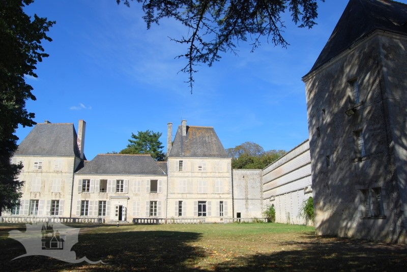 NLEN002029 – XV Touraine Chateau on 7 hectares