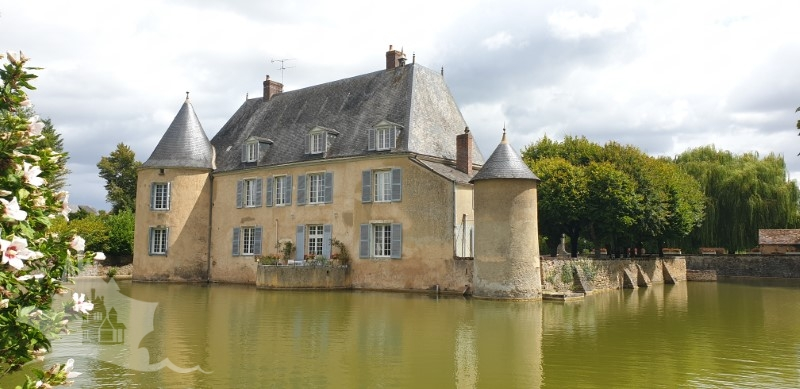 NLEN002051 – Moated chateau and 17 hectares estate