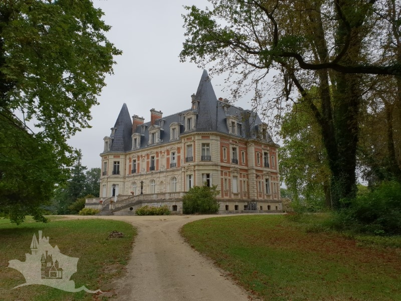 NLEN005001 – Historic XIX Chateau, guest lodges and 44h park