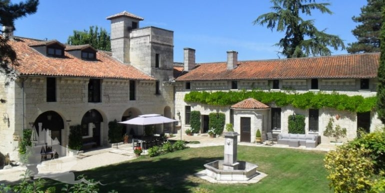 03-Courtyard and main buildings