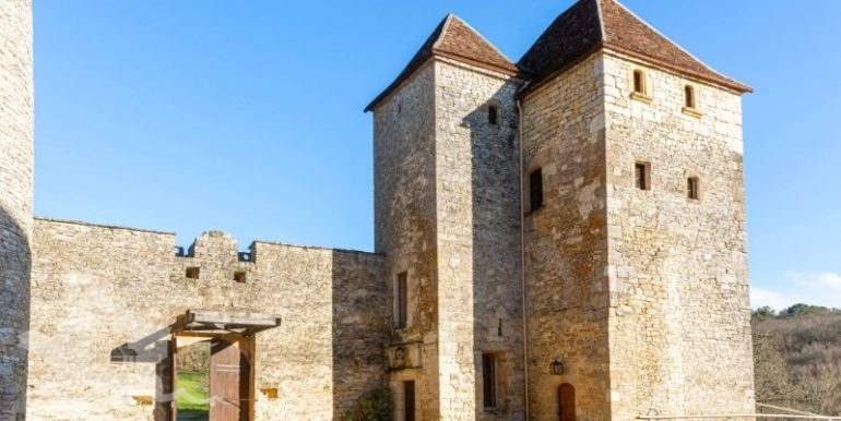 chateau-pechrigal-midi-pyrenees-region-france_03_u35yhl