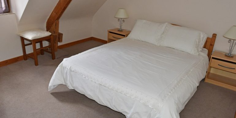 11-Cottage Double Bedroom 1MB