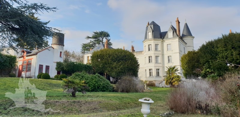 NLEN002040 – 19c Manoir with views over Tours city