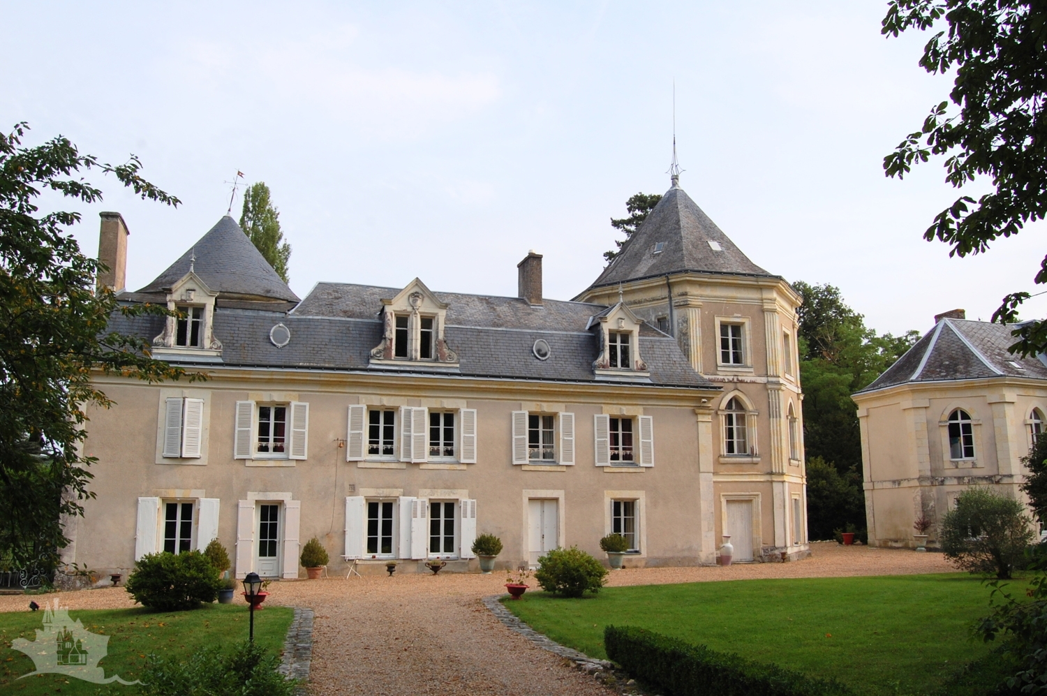 NLEN005009 – Touraine XV chateau and logis on 12 acres