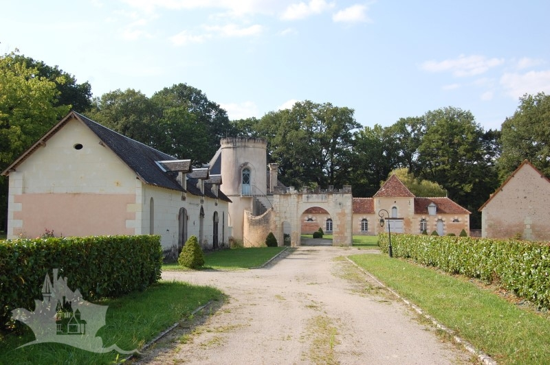 NLEN005010 – Exclusive Touraine chateau with 114 hectares/285 acres